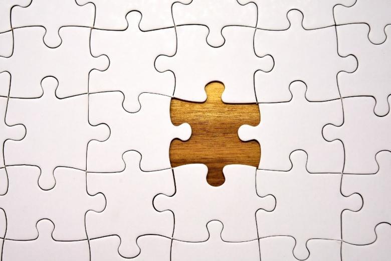 Puzzle z brakującym elementem