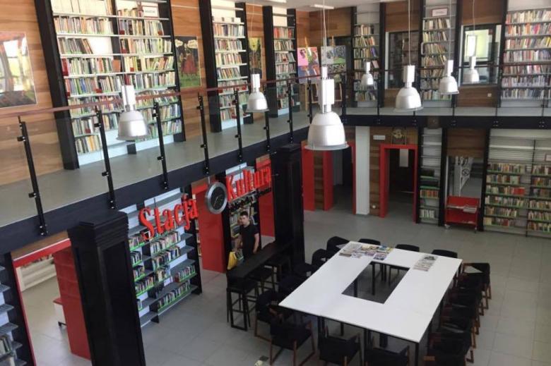 Biblioteka w dawnej hali dworcowej