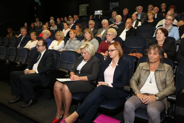 Ludzie na sali kinowej