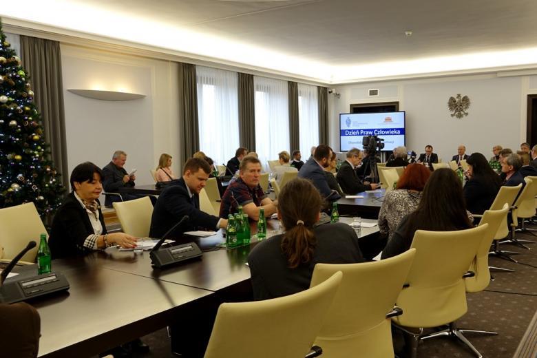 na zdjęciu uczestnicy debaty nt. prawa do informacji