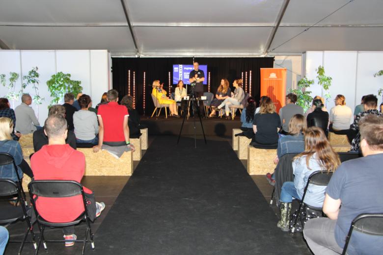 Publiczność i paneliści