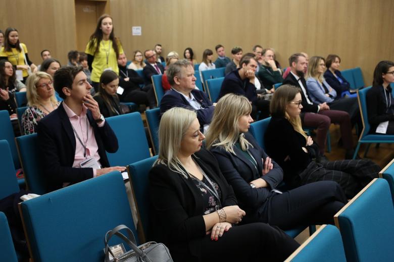 Publiczność na sali konferencyjnej