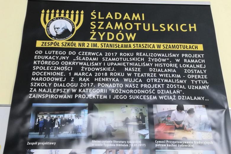 """Plakat z napisem """"Śladami szamotulskich Żydów"""""""