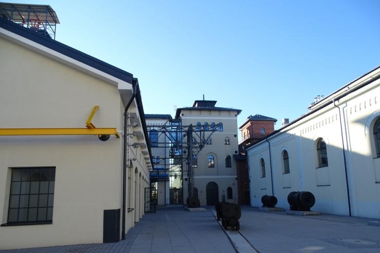 Sare odremontowane budynki przemysłowe