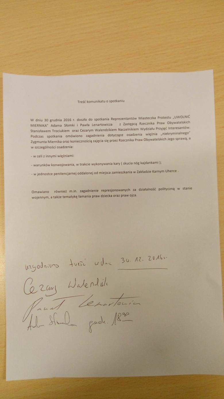 Zdjęcie wydruku tekstu komunikatu z podpisami stron