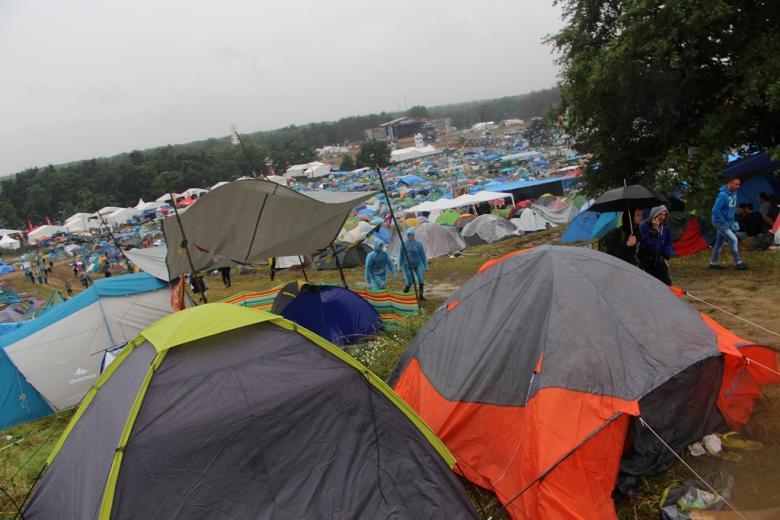 Zdjęcie: wielkie pole namiotowe