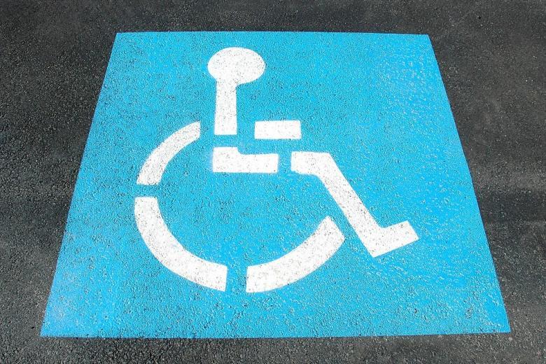 Znak oznaczający miejsce parkingowe dla osób na wozkach