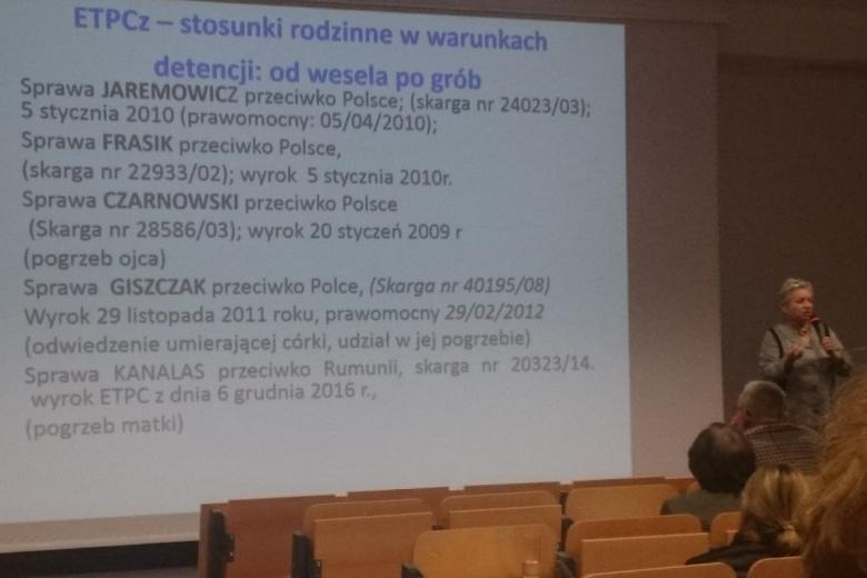 Zdjęcie slajdu z listą wyroków opisanych w tekście