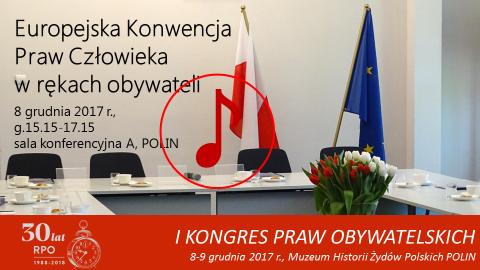mem ze zdjęciem sali z flagą Polski i UE, znak odtwarzania dźwięku