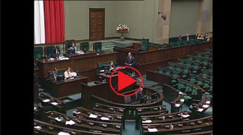 "Sala plenarna Sejmu, znak ""play"""
