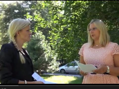 Dwie kobiety rozmawiają