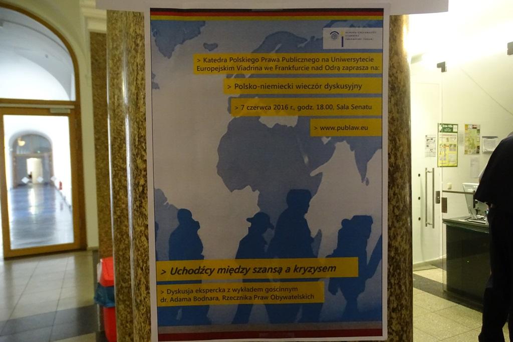 Zdjęcie: plakat na kolumnie