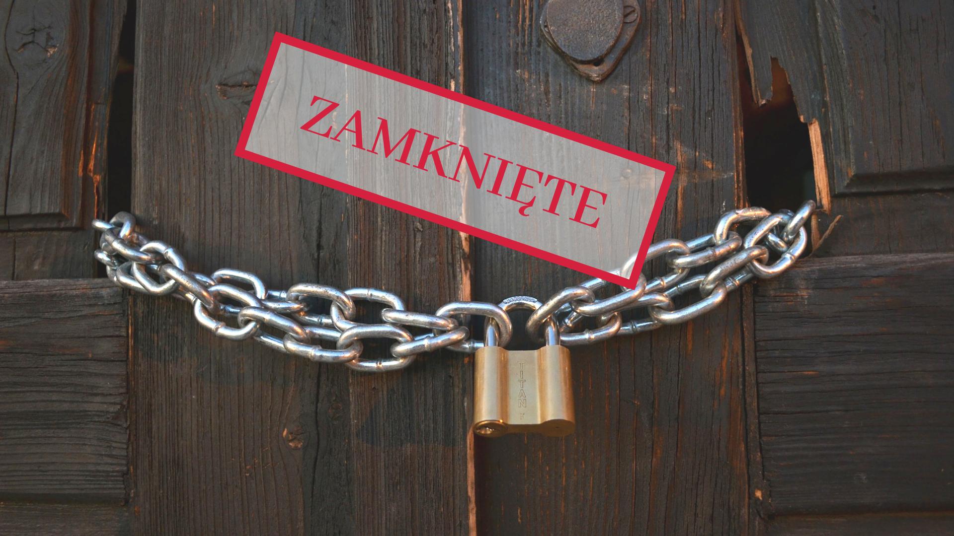 Drzwi zamknięte na łańcuch z kłódką
